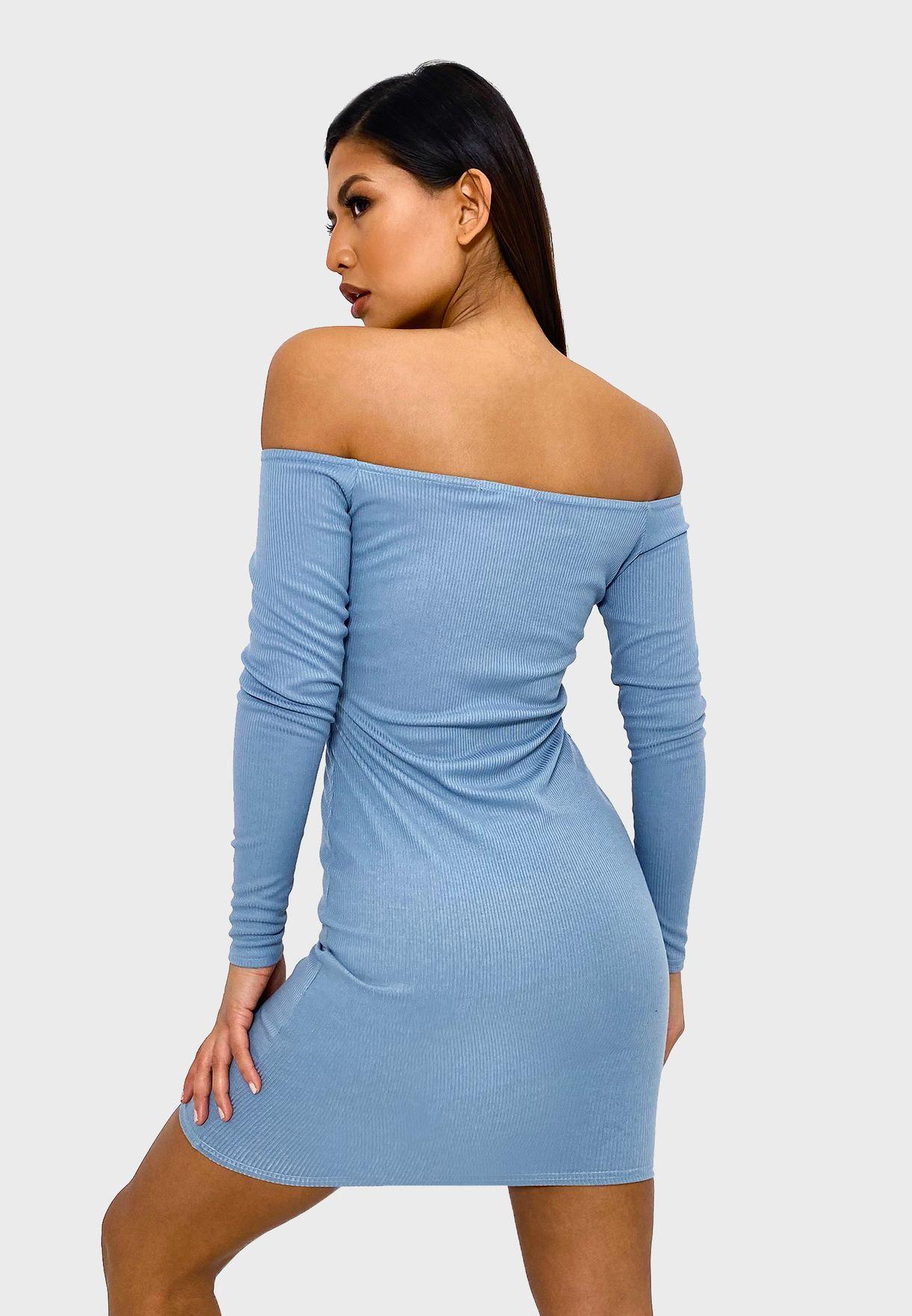 فستان مدروز بياقة عارية