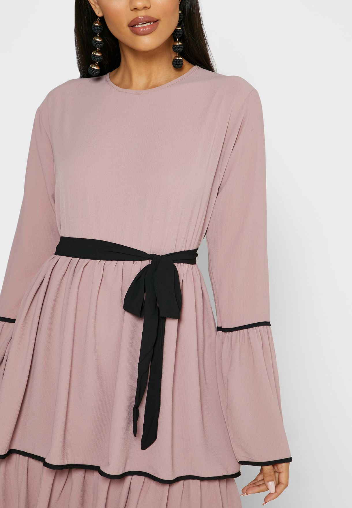 فستان ماكسي مزين بطبقات