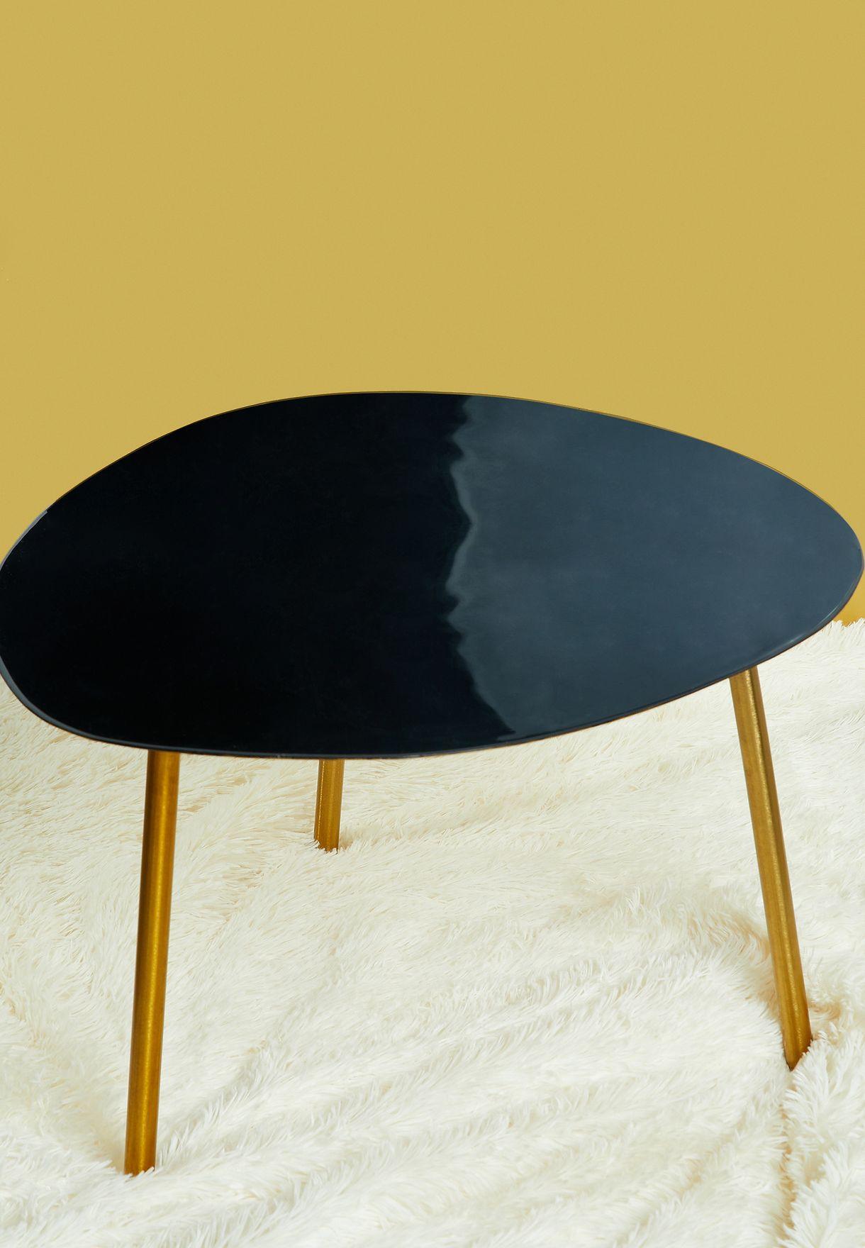طاولة صغيرة بثلاثة ارجل