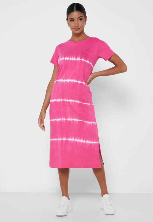 فستان محبوك بخطوط
