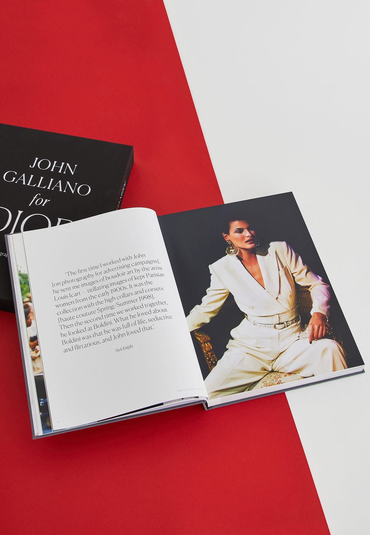 كتاب جون غاليانو  عن ديور