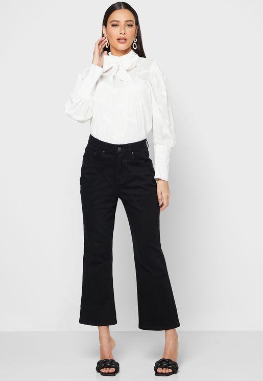 بنطال جينز بحواف واسعة وخصر مرتفع