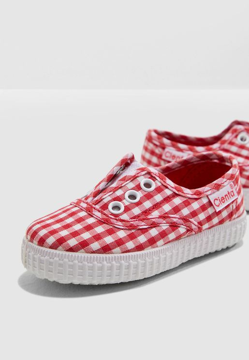 حذاء بطباعة كاروهات