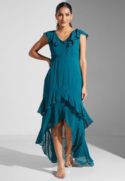 فستان بأطراف مكشكشة وياقة V