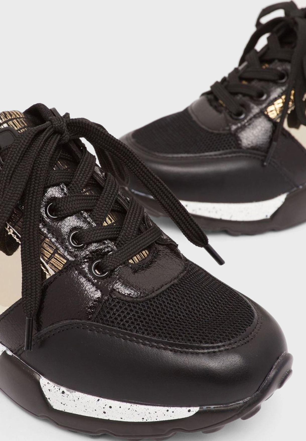 حذاء سنيكرزبنعل سميك