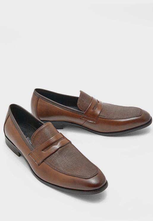 حذاء لامع