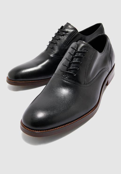 حذاء كلاسيك باربطة