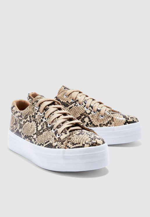 حذاء سنيكرز مطبع