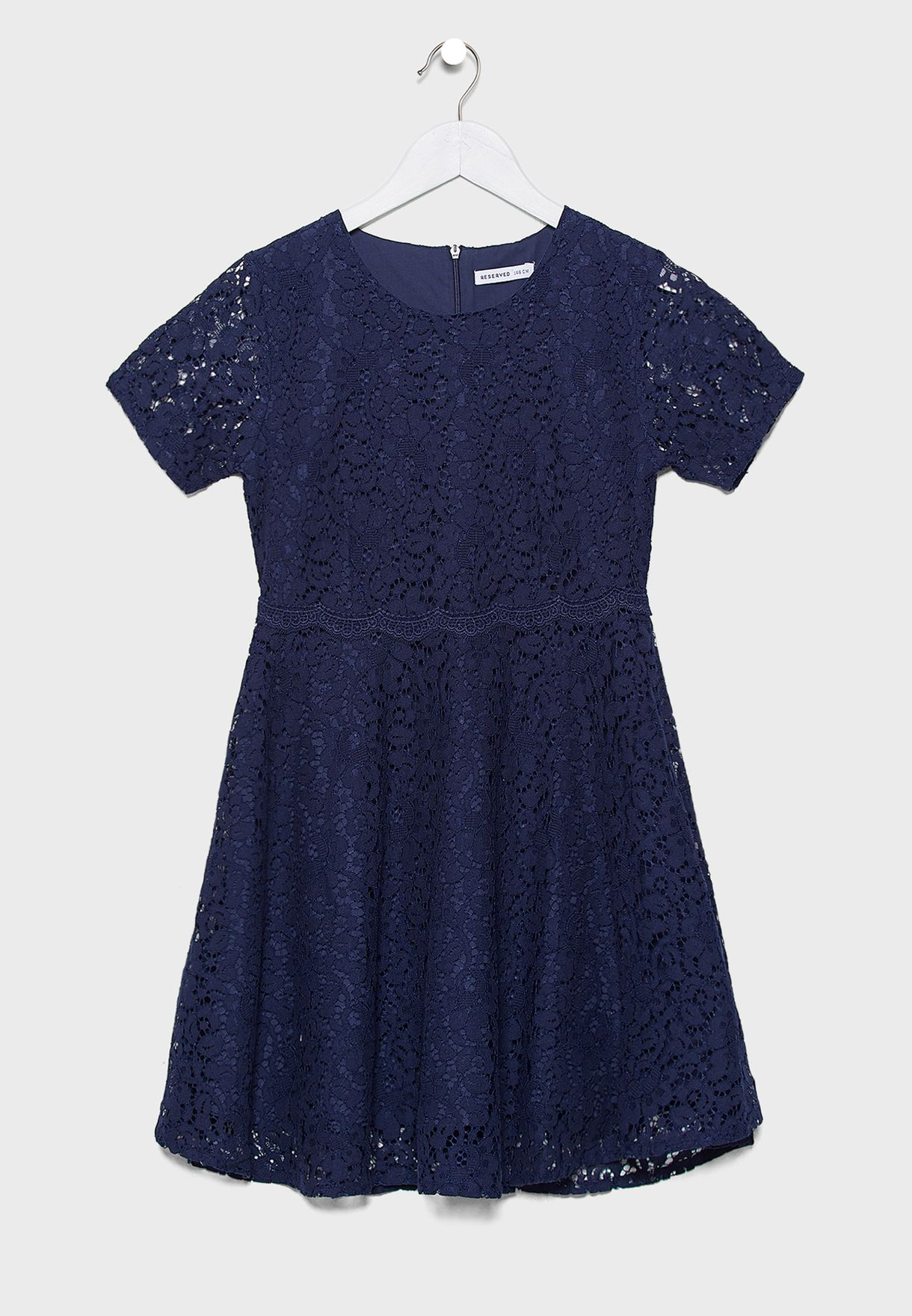 فستان دانتيل بحافة واسعة