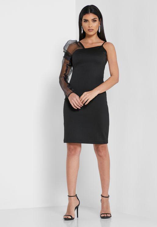 فستان بياقة غير متناظرة