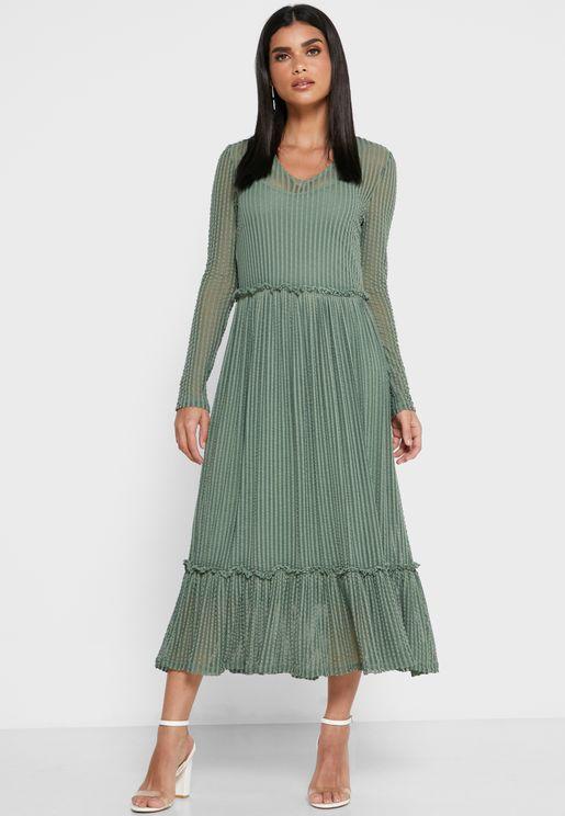 فستان مكشكش الاطراف
