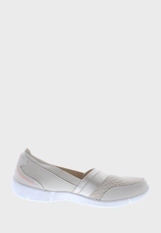 حذاء بي- لوكس