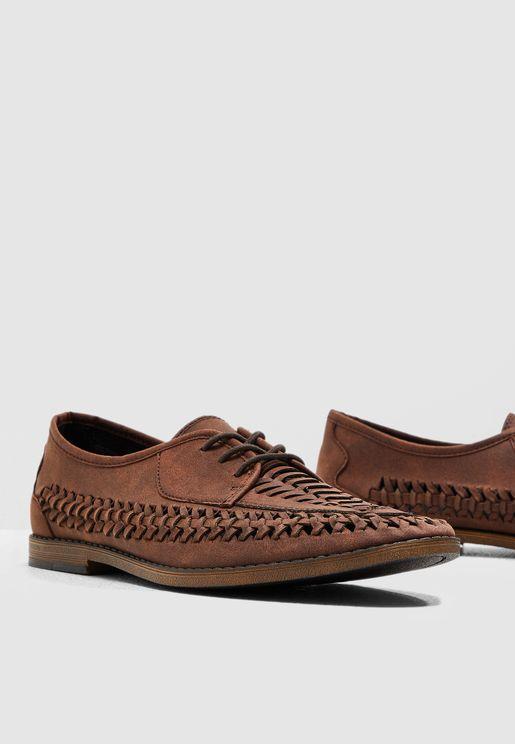 حذاء عصري باربطة