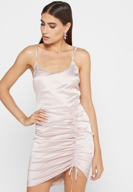 فستان ميتاليك بحمالات