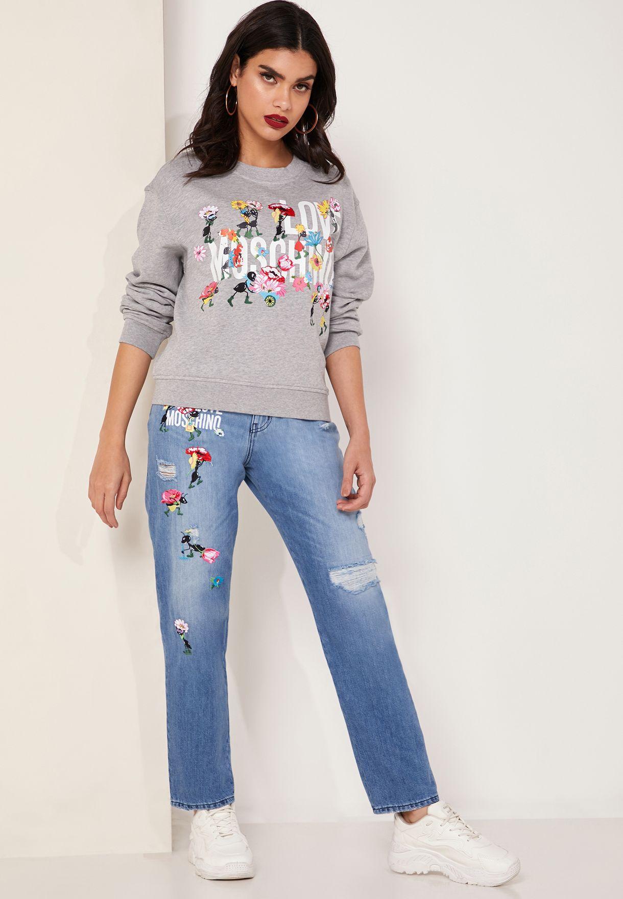 جينز بنمط ممزق ومزين بتصميم مطرز