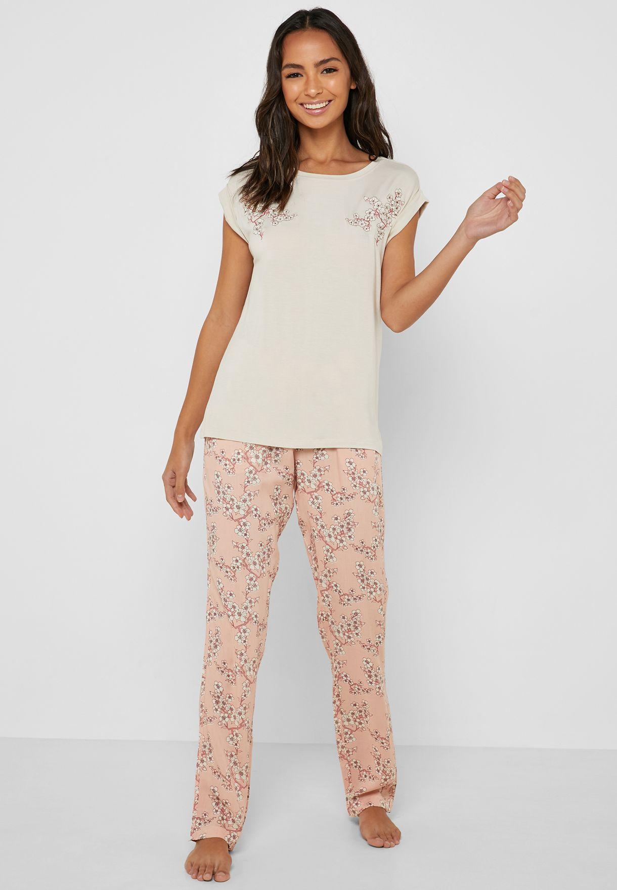 0733e1ffb3 Shop Penyemood prints T-shirt  amp  Printed Pants Pyjama Set 8505 ...