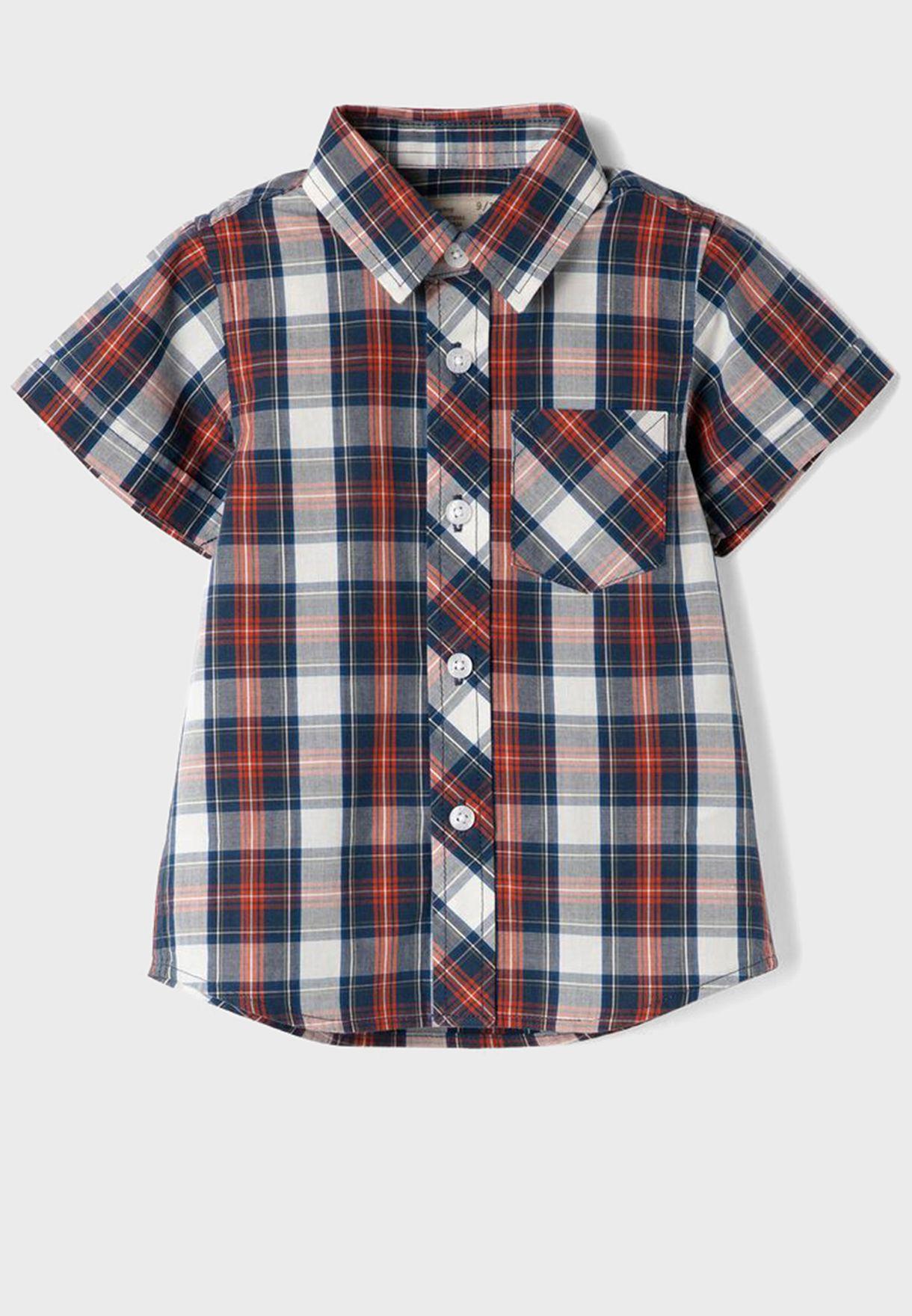 قميص مزين بمربعات