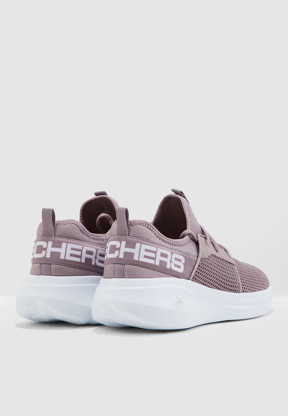 حذاء رن فاست