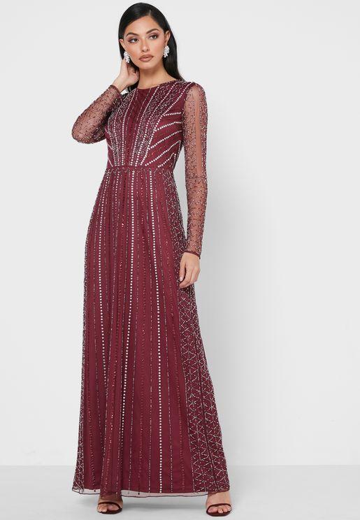 فستان مرصع بأحجار لامعة
