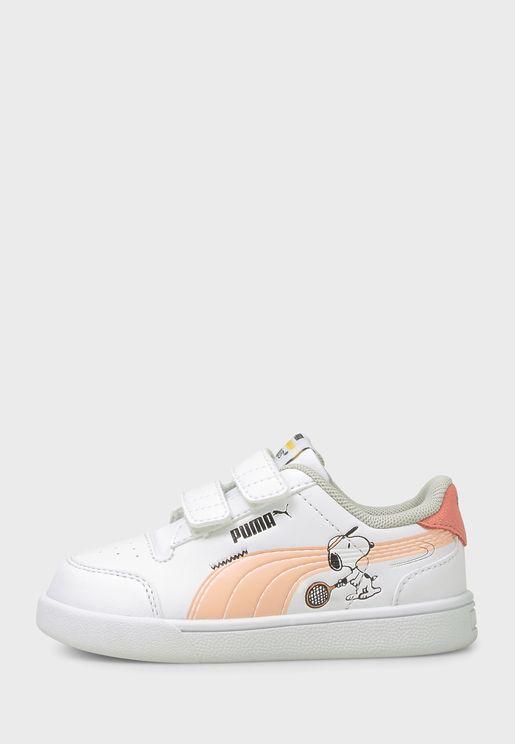 حذاء من مجموعة بيناتس