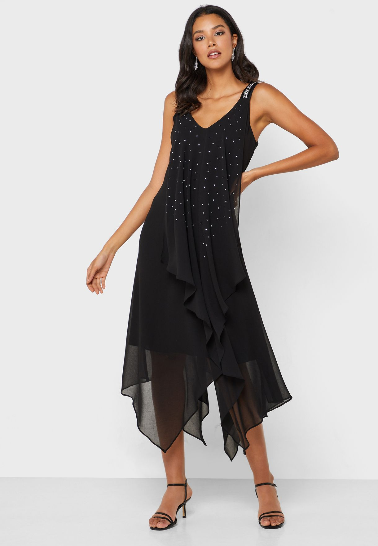 فستان بحواف متباينة في الطول