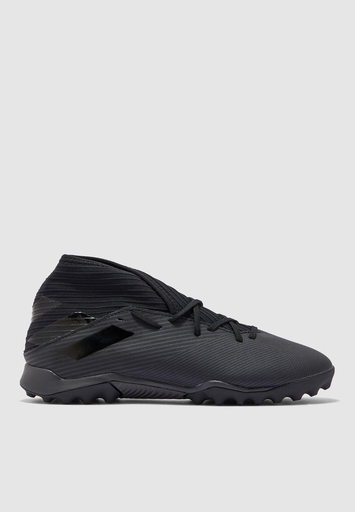 حذاء نيميزيز 19.3 تي اف