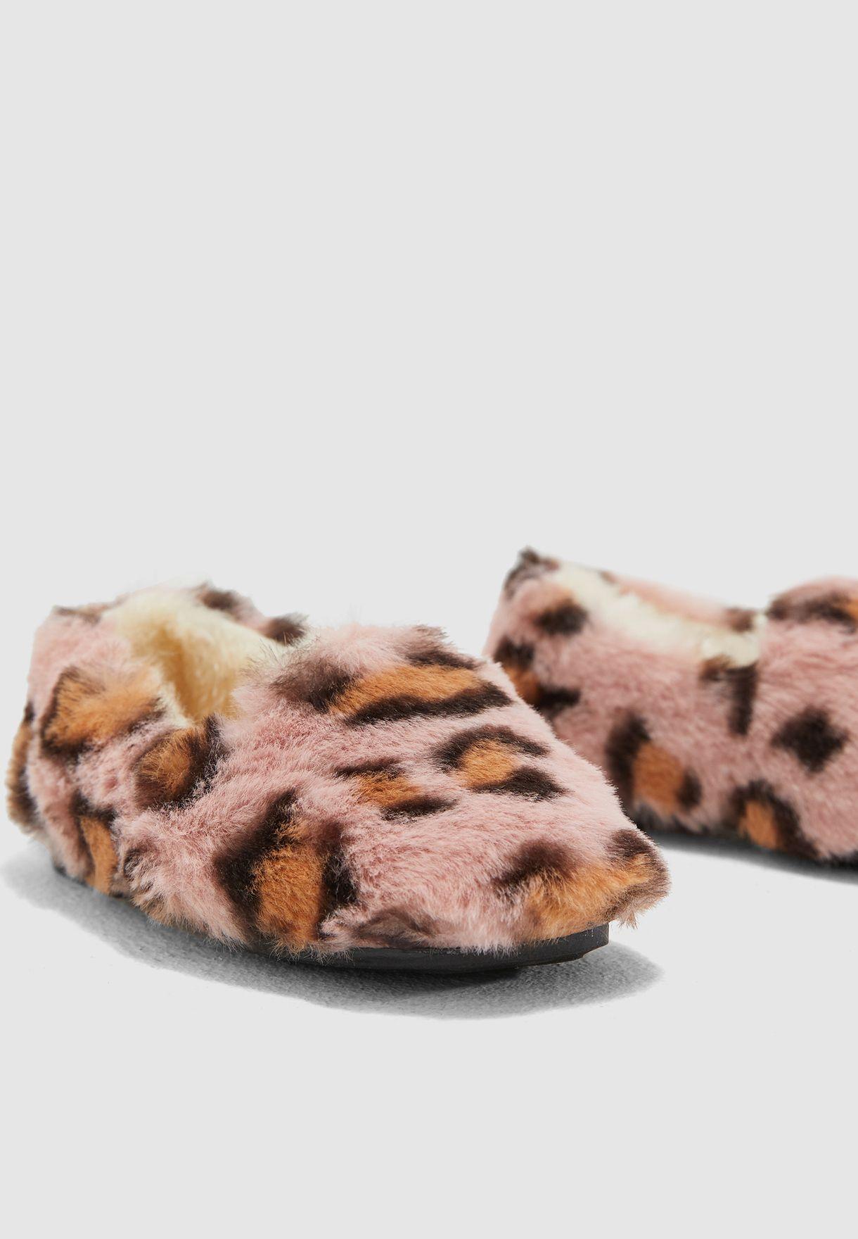 حذاء مطبع لغرفة النوم