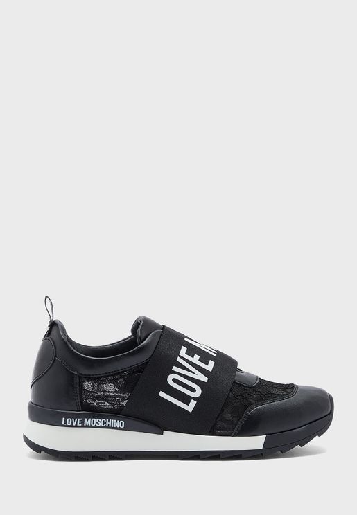 Wide Fit Low Top Sneaker
