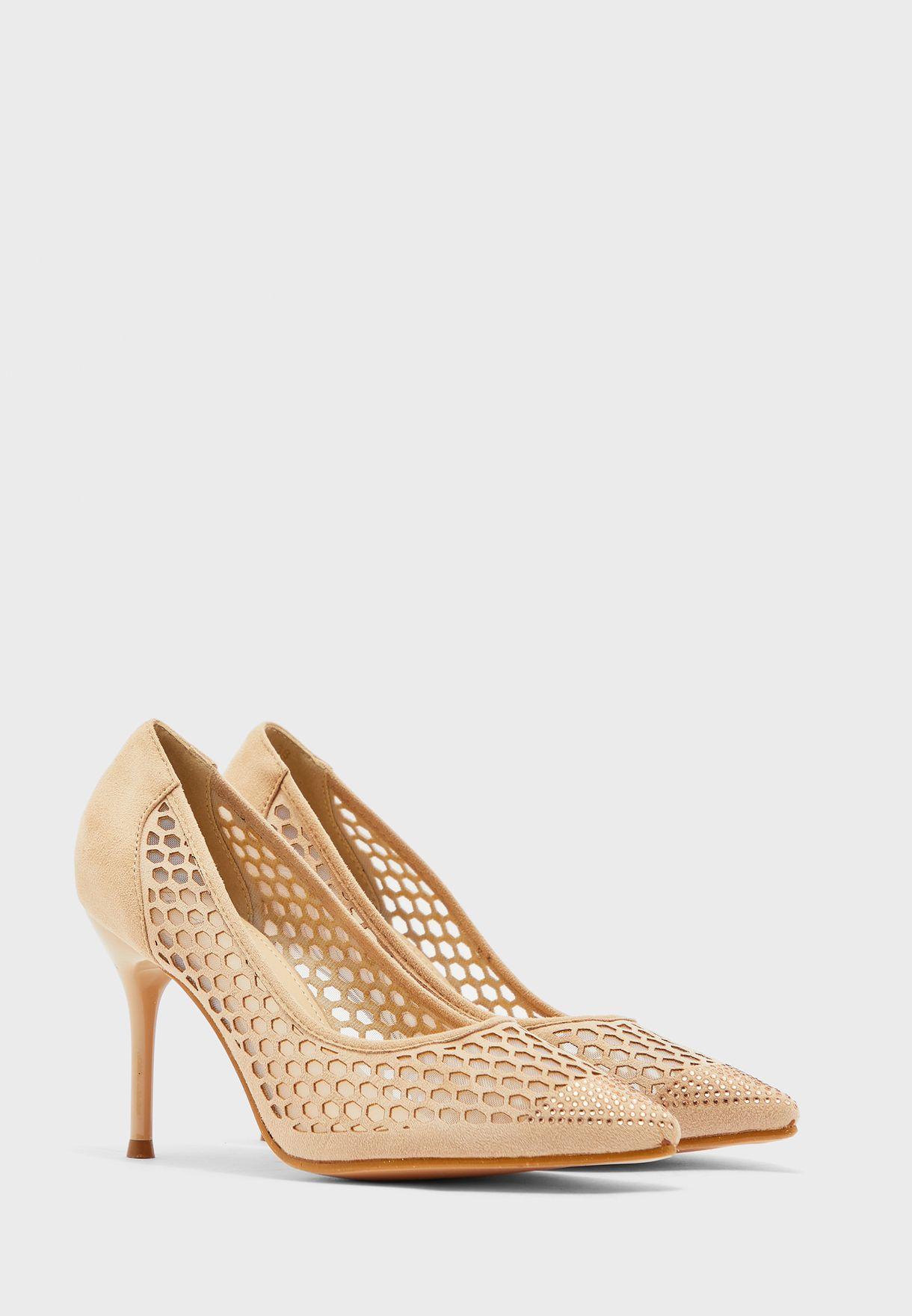 حذاء بمقدمة مدببة ومزين باحجار الراين