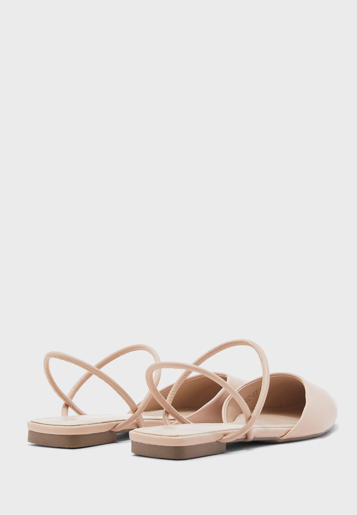 حذاء بمقدمة مدببة