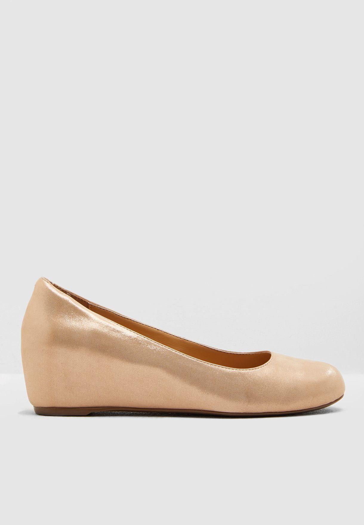 حذاء كاجوال بكعب ويدج