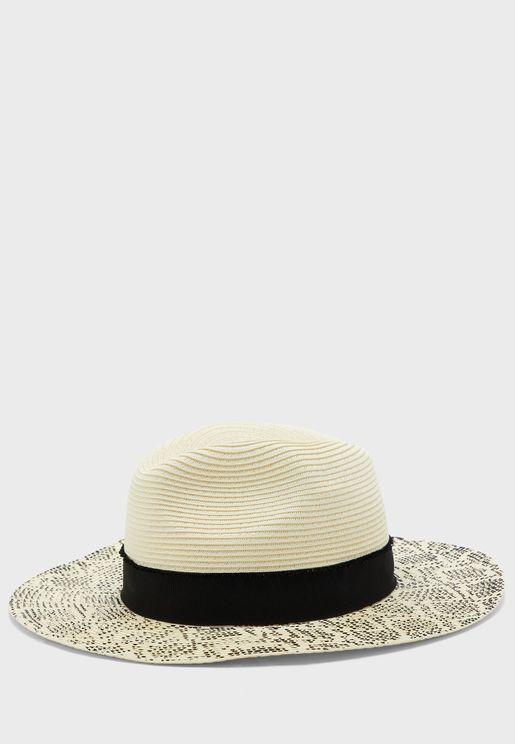 قبعة بطبعات جلد حيوان