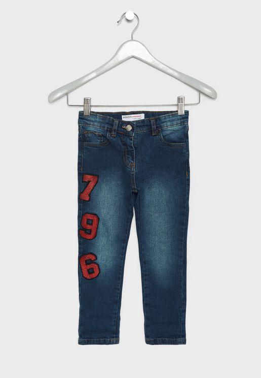 جينز مزين بأرقام