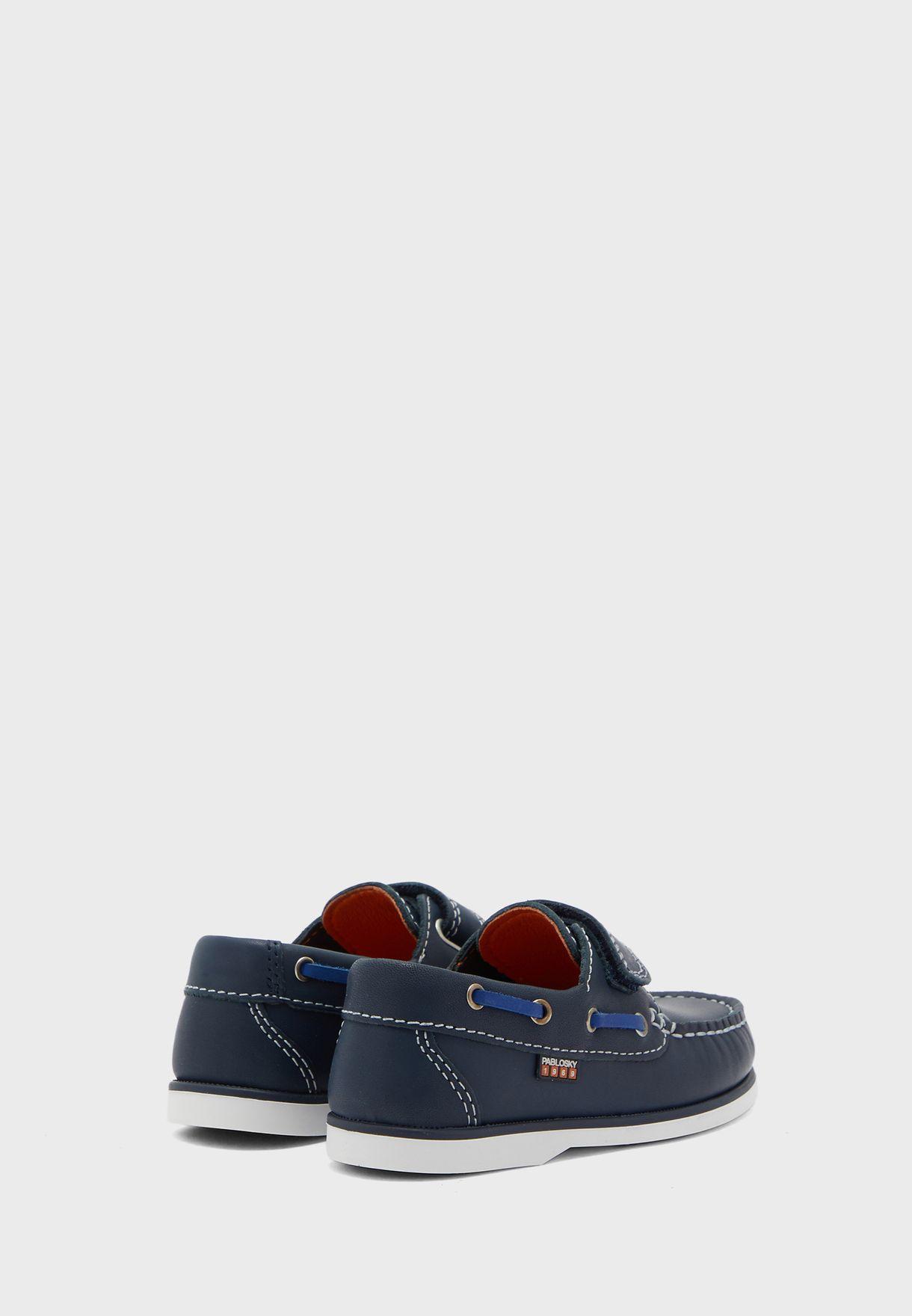 حذاء لوفرز بشريط فيلكرو