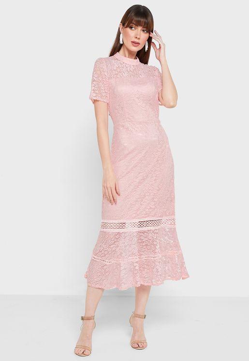 فستان بحواف كشكش