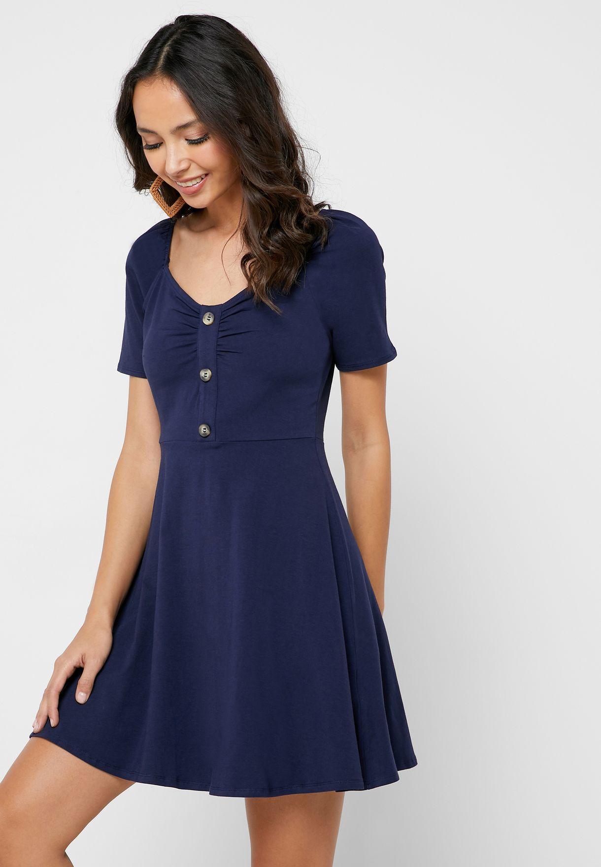 فستان بتصميم مزموم