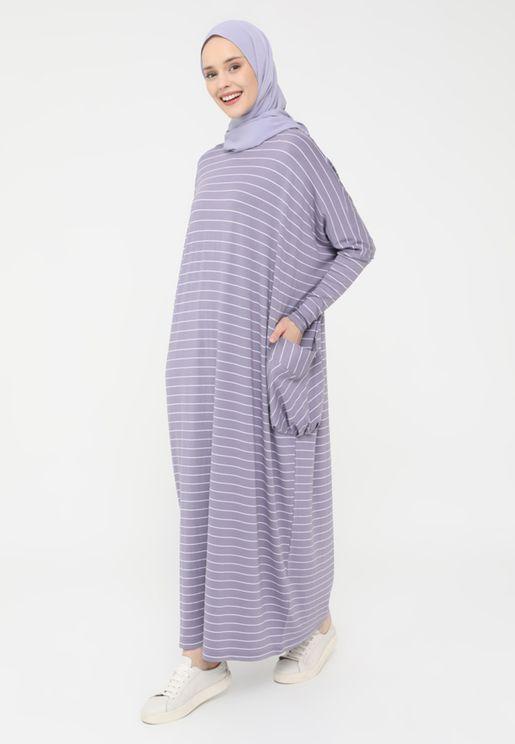 فستان بأكمام واسعة مخططة