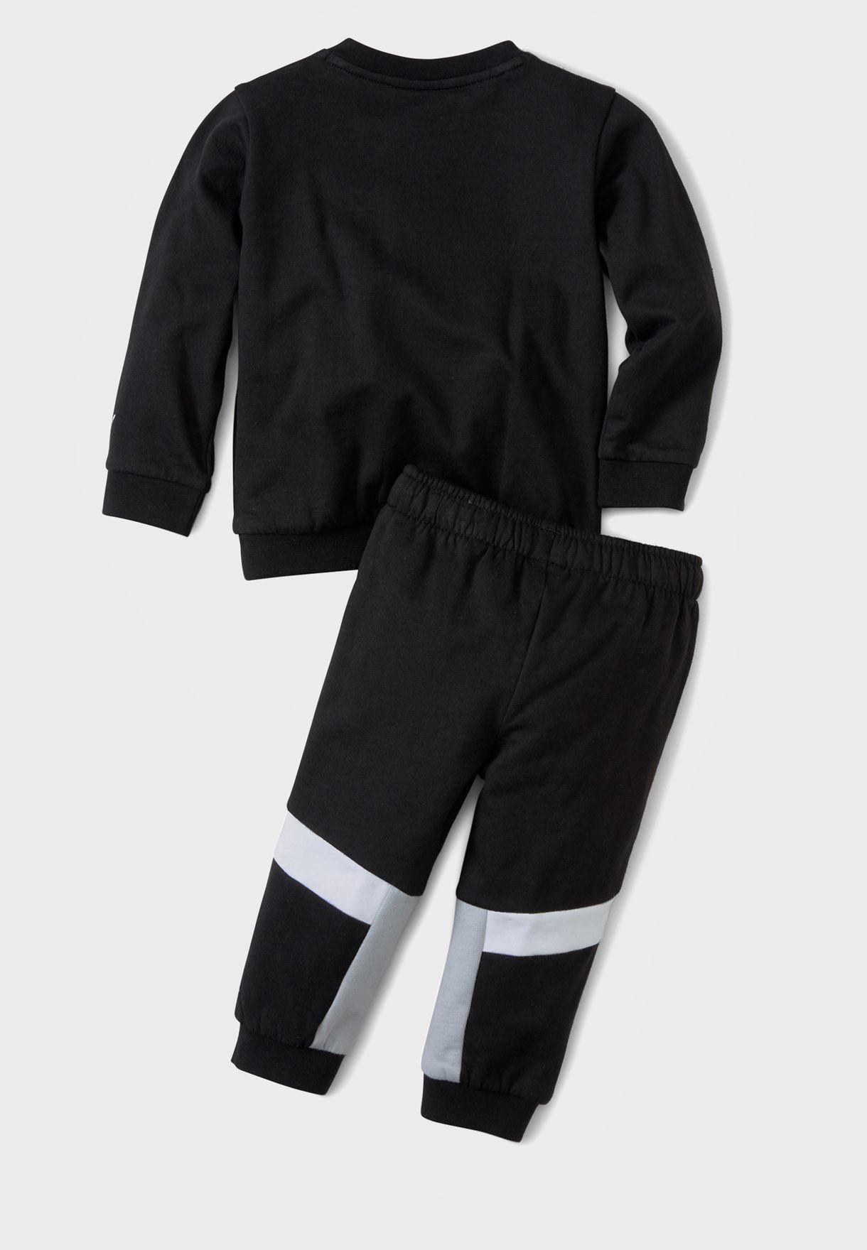 بدلة رياضية بشعار الماركة