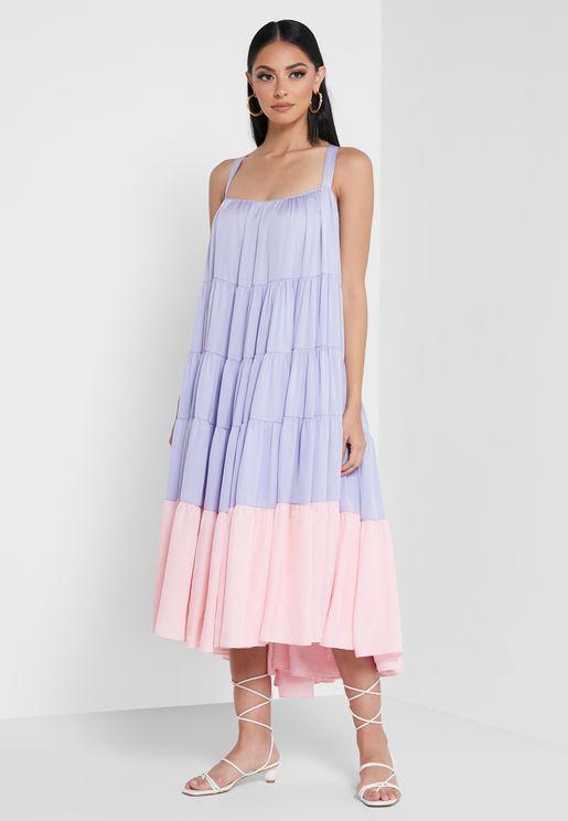 فستان بحمالات متقاطعة