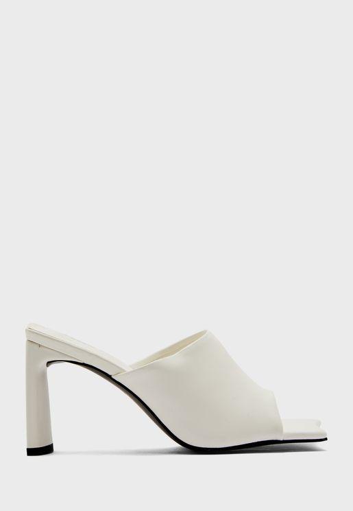 حذاء بكعب سميك واصابع مربعة
