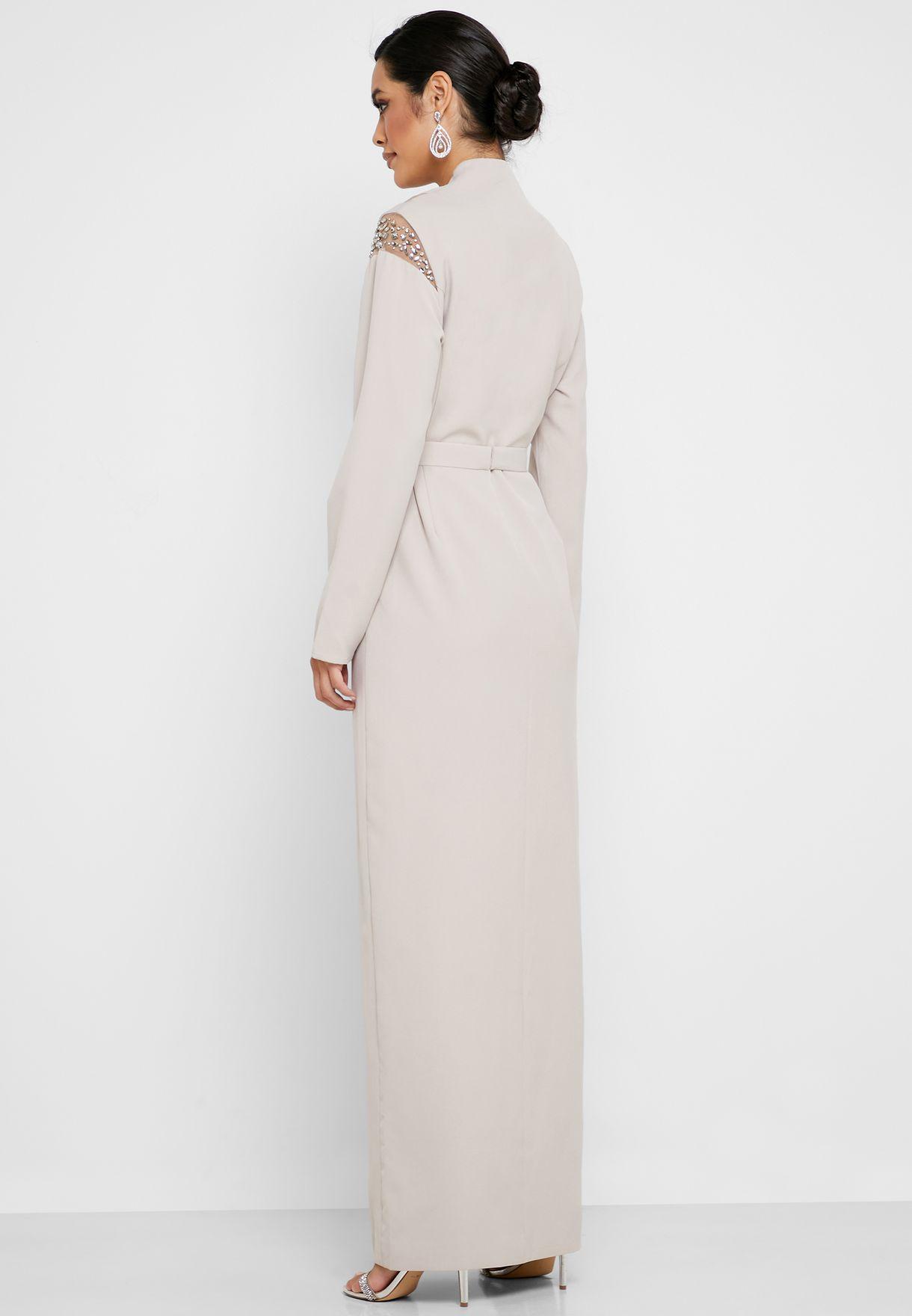 فستان بأكمام طويلة مطرزة