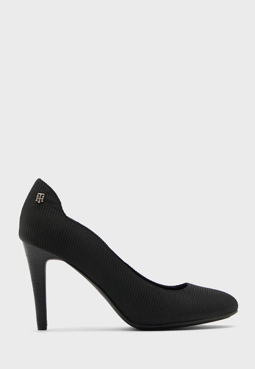 حذاء مخطط بكعب عالي