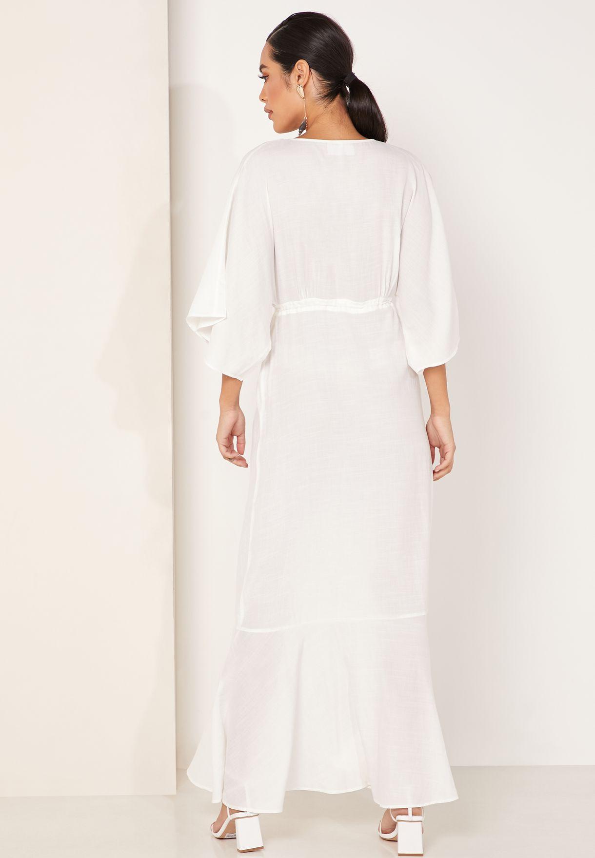 فستان مكسي بياقة عميقة واكمام كيمونو