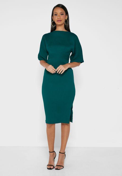 فستان بياقة دائرية واربطة خصر