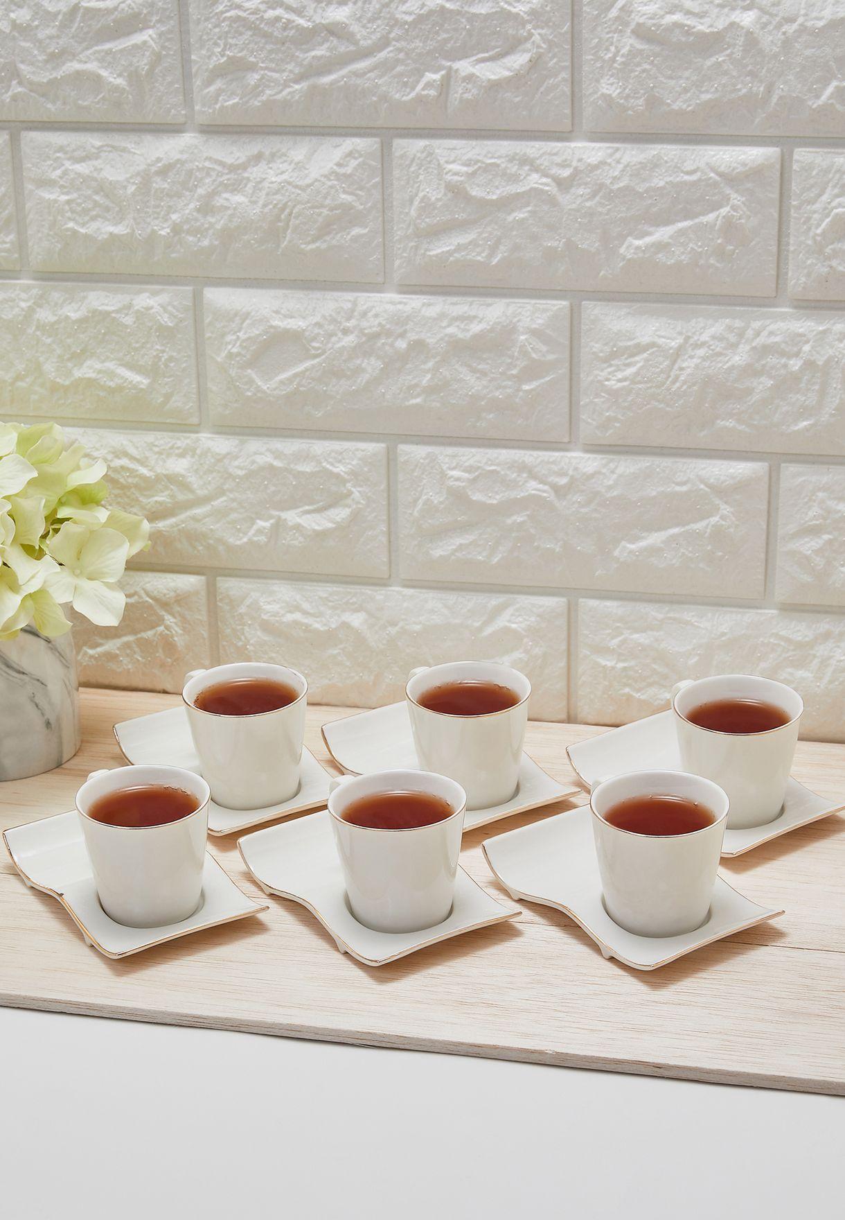 طقم من 6 صحون وفناجين للشاي