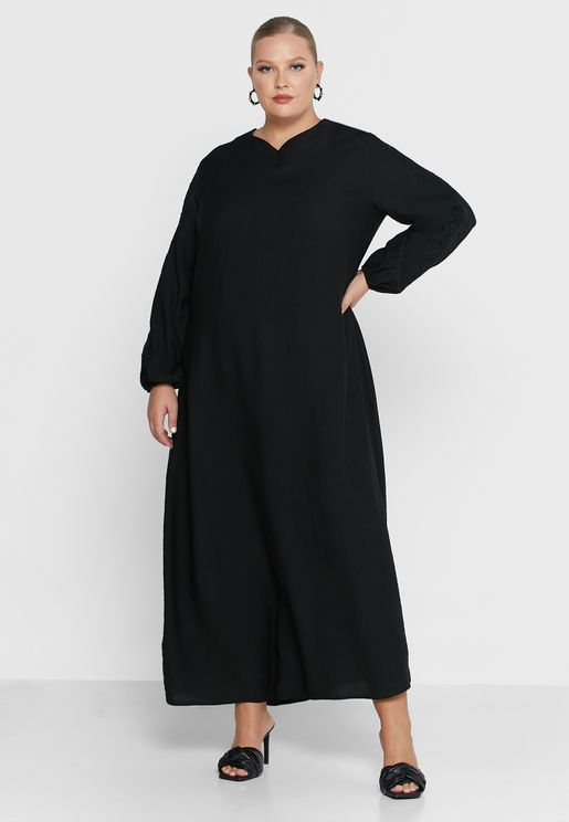 فستان بتطريز على الاكمام