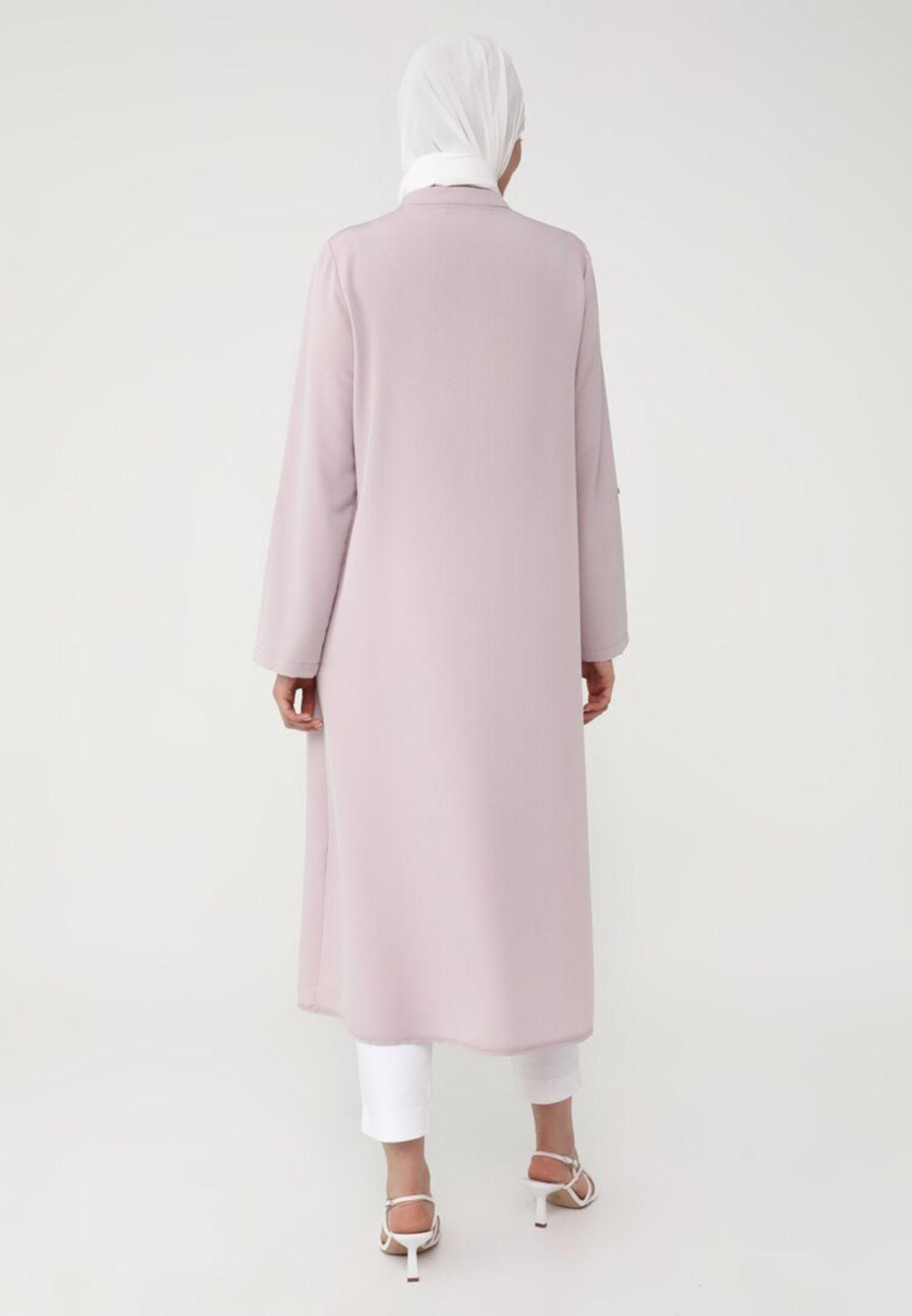 فستان طويل بياقة دائرية