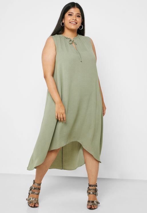 فستان بأربطة عند الياقة