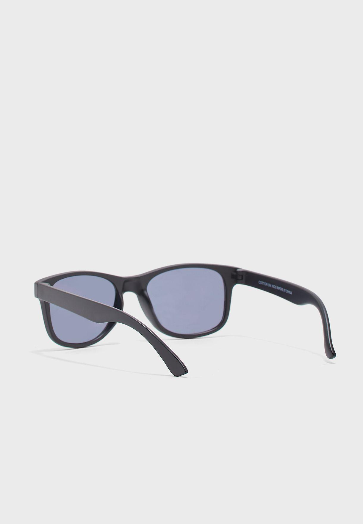 نظارة شمسية وايفيرار