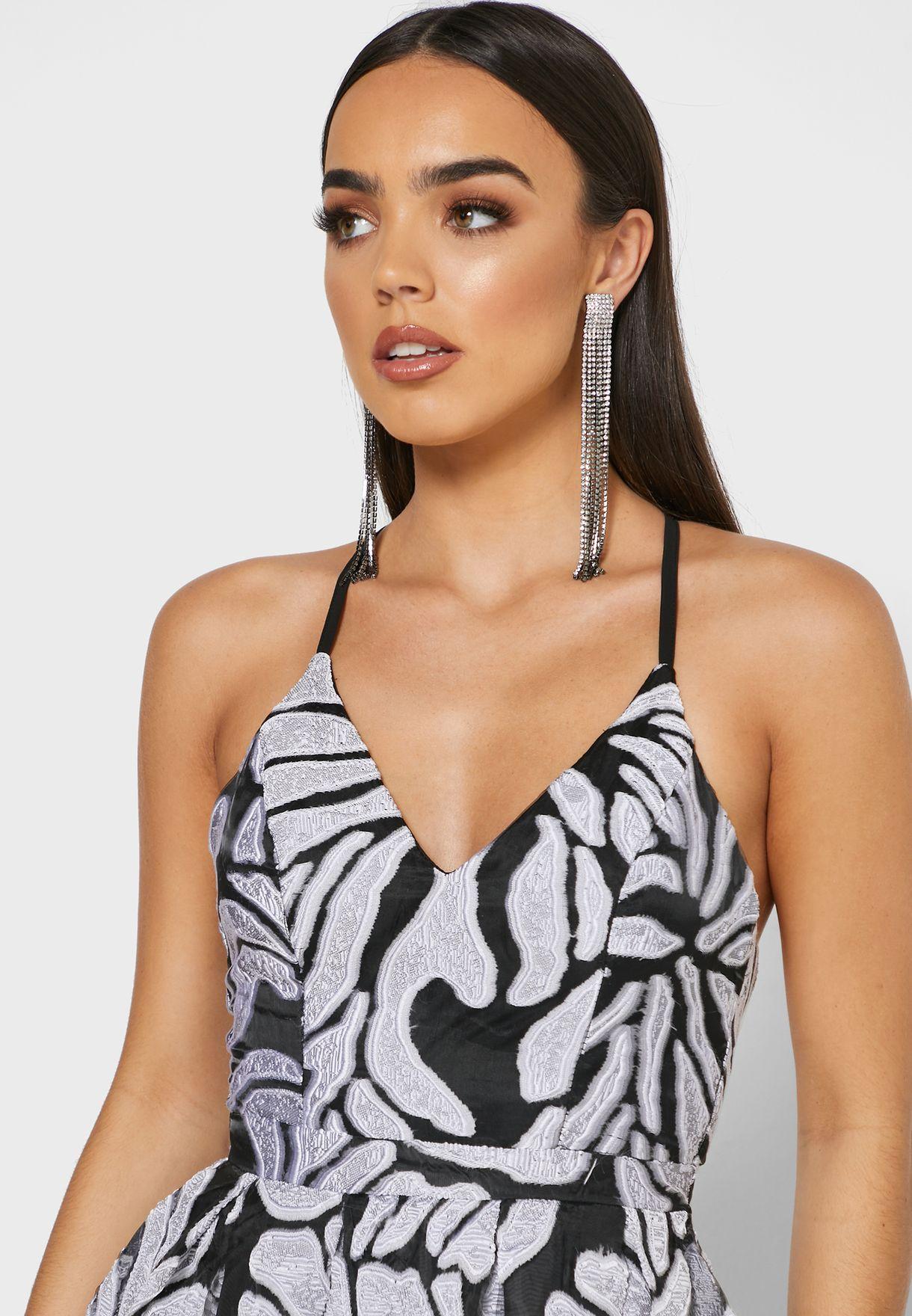 فستان مطبع بحمالات متقاطعة